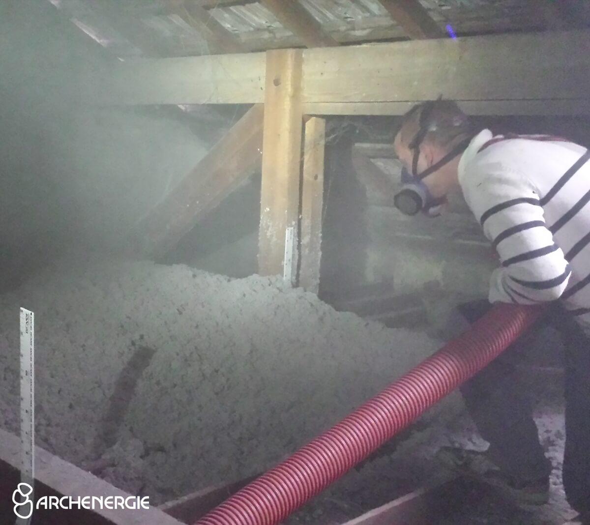 Bordeaux - Soufflage Ouate de cellulose - Confort thermique, évite la surchauffe estivale grâce à un déphasage important