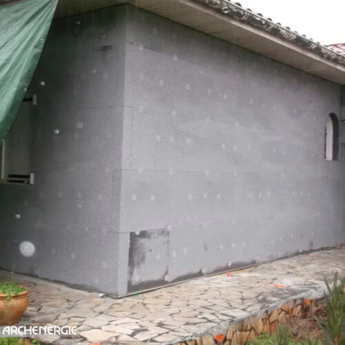 maison à merignac en gironde 33 pendant les travaux d'isolation thermique par l'extérieur (ITE)