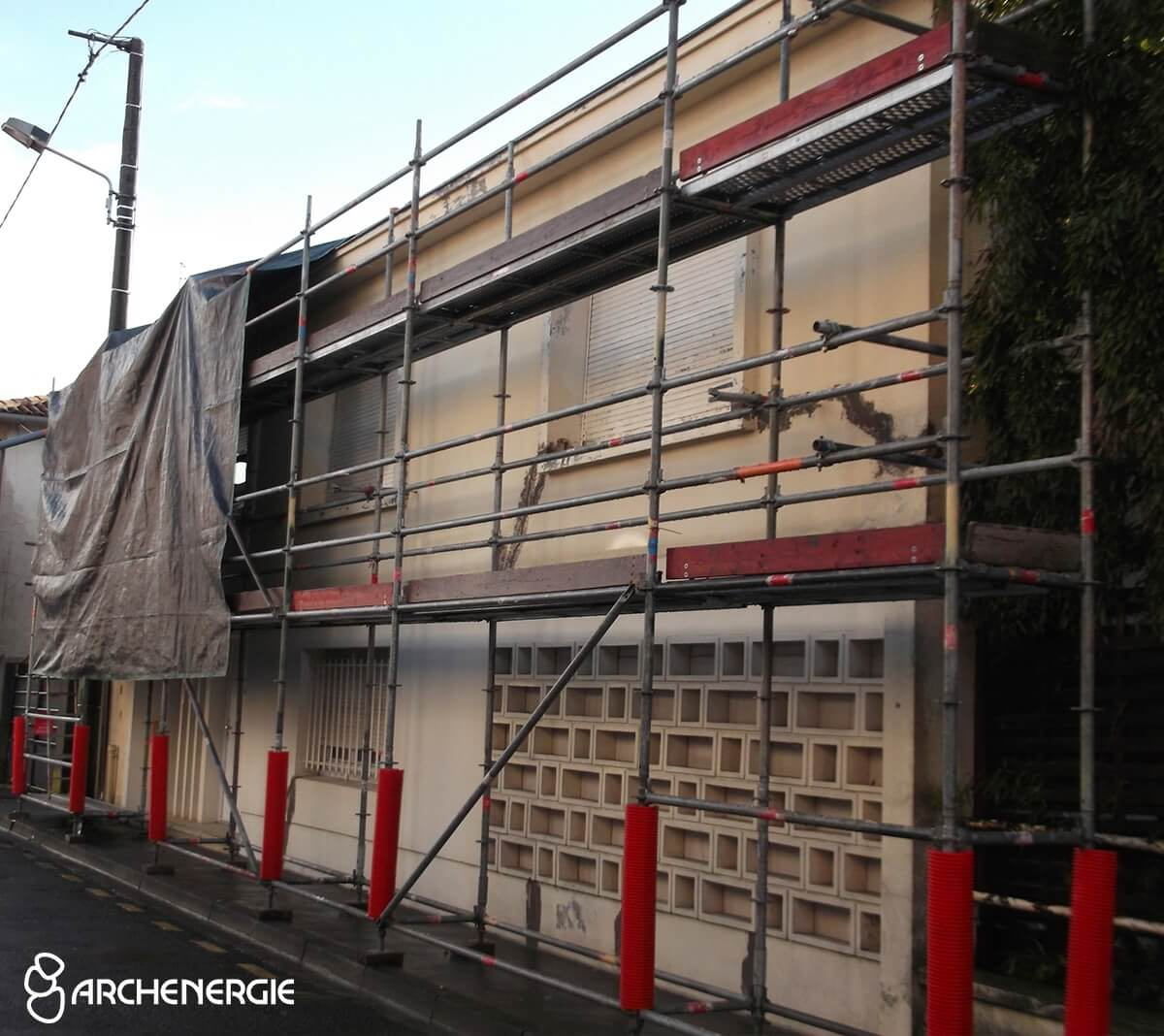 maison bordeaux gironde 33 pendant les travaux d'isolation thermique par l'extérieur ITE